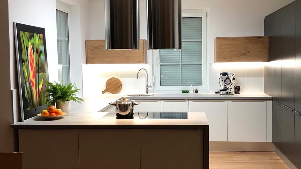 DANKüchen pre vás zabezpečí kompletný sortiment kuchynského nábytku, kuchynských liniek, dvierok či madiel.